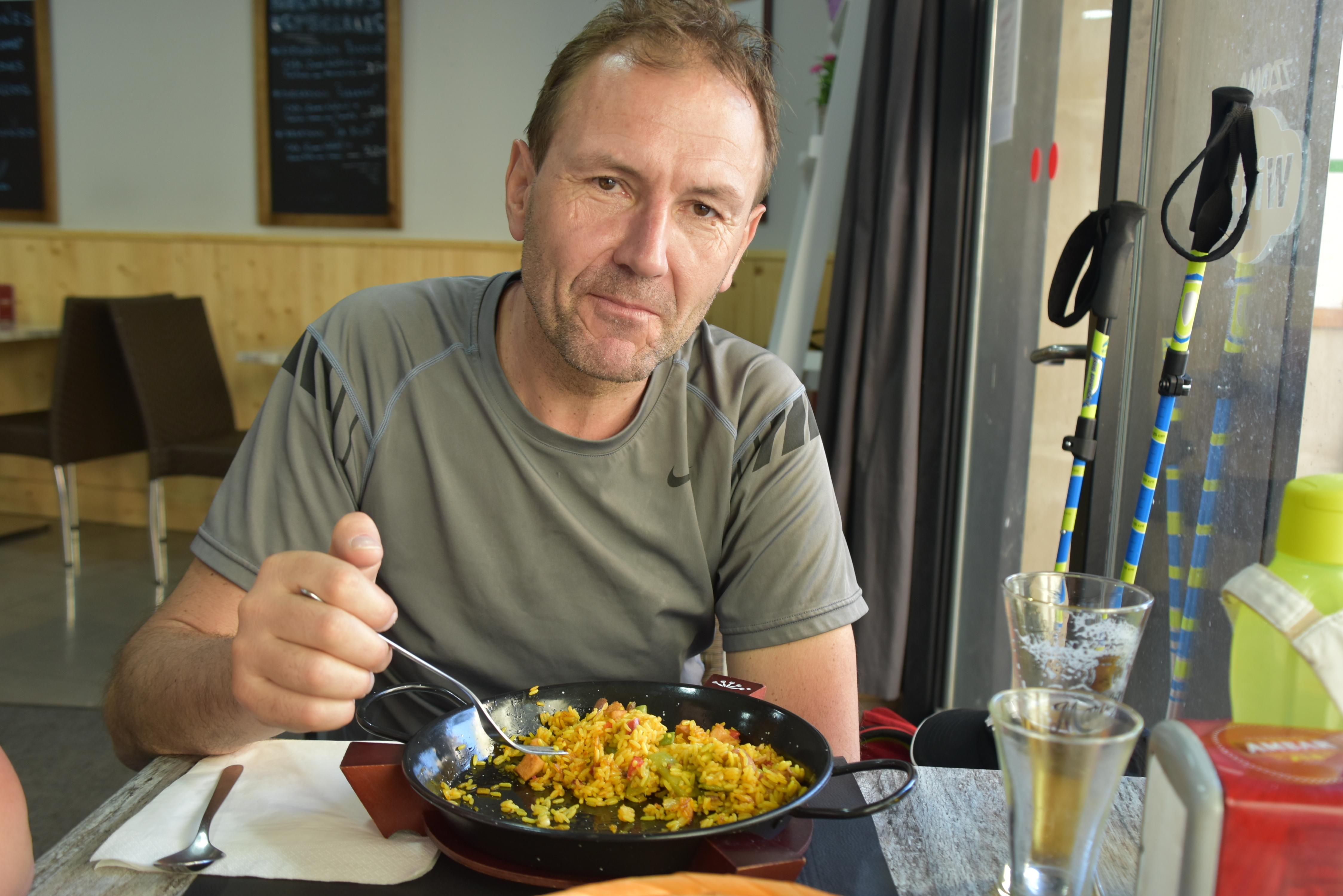 Z žafraniko porumenjena španska rižota